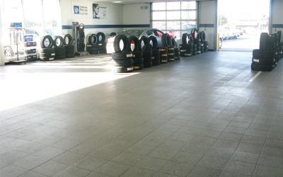 Racing Showroom Sample 04